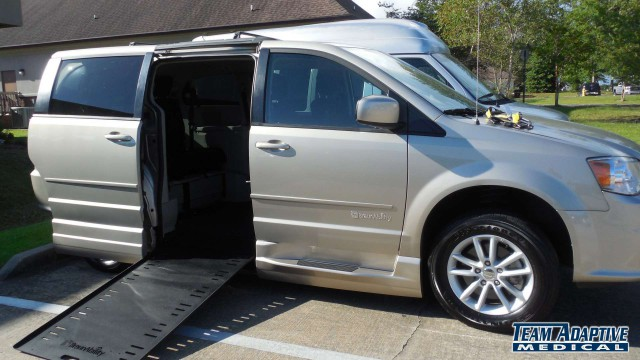Pascagoula, Ms 2016 Dodge Grand Caravan BraunAbility Dodge Entervan Xi Infloorwheelchair van for sale