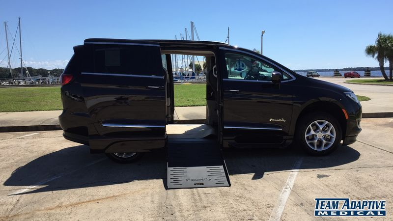 Picayune Ms Wheelchair, Vans 2017 Chrysler Pacifica BraunAbility BraunAbility Pacifica Foldout XTwheelchair van for sale