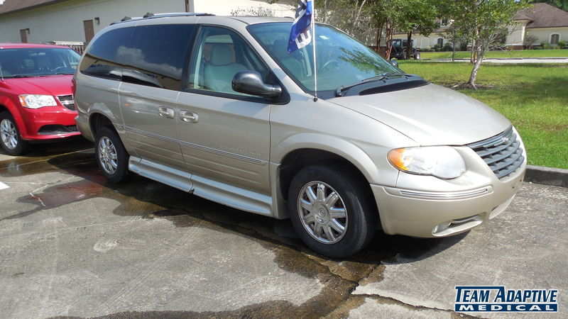 , 1 2006 Chrysler Town and Country BraunAbility Chrysler Entervan IIwheelchair van for sale