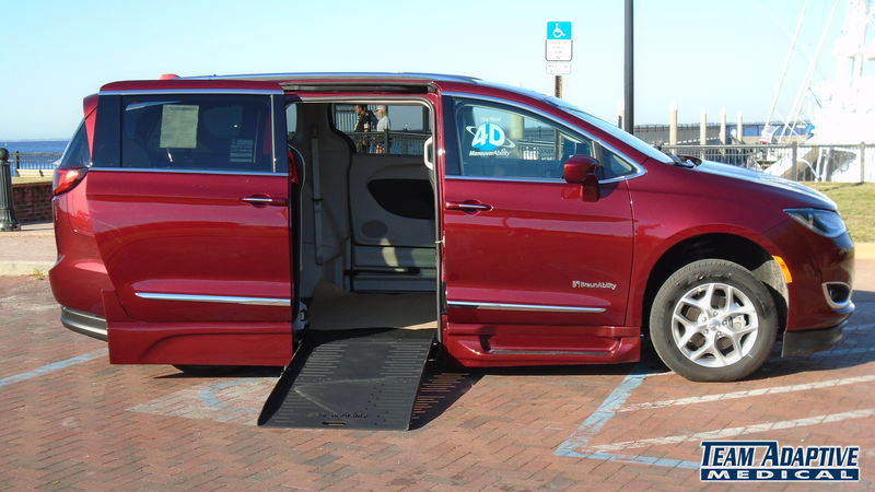Biloxi, Ms 2018 Chrysler Pacifica BraunAbility Chrysler Pacifica Foldout XTwheelchair van for sale