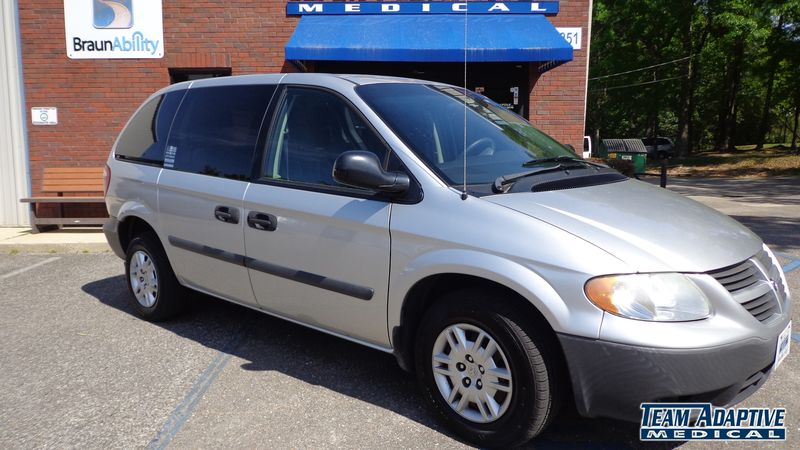 Hattiesburg, Ms 2005 Dodge Grand Caravan wheelchair van for sale