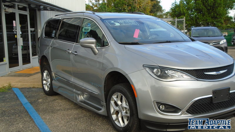 Chrysler Pacifica Image
